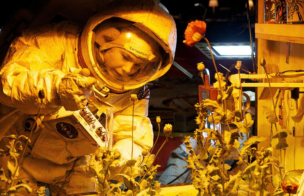 Scena tratta da A Space Program