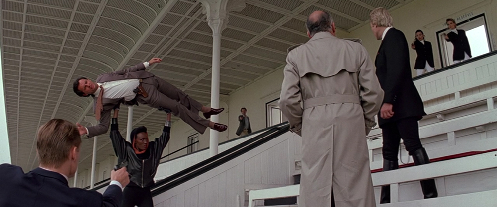 Scena tratta da 007 - Bersaglio Mobile