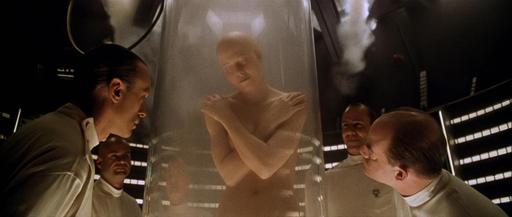 Scena tratta da Alien - La Clonazione