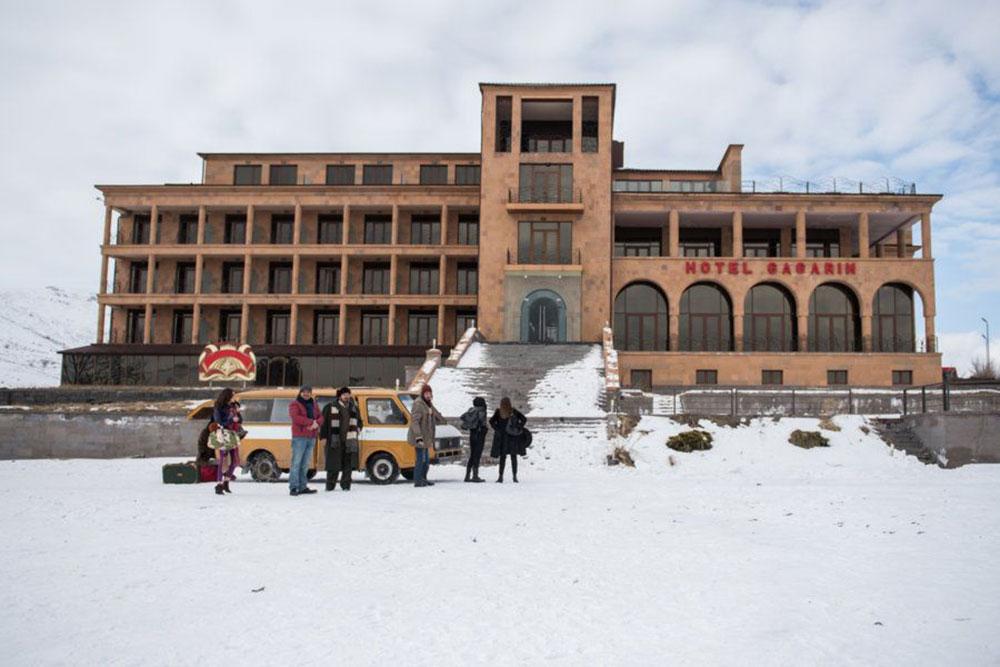 Scena tratta da Hotel Gagarin
