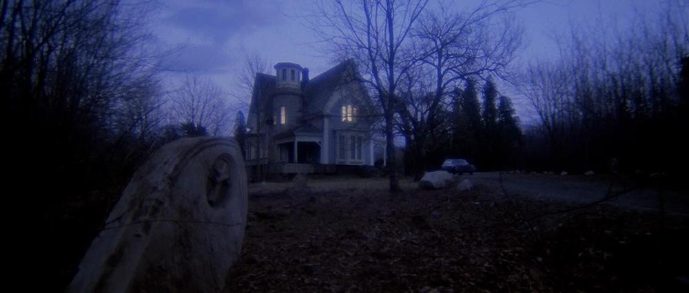 Scena tratta da Quella Villa Accanto al Cimitero