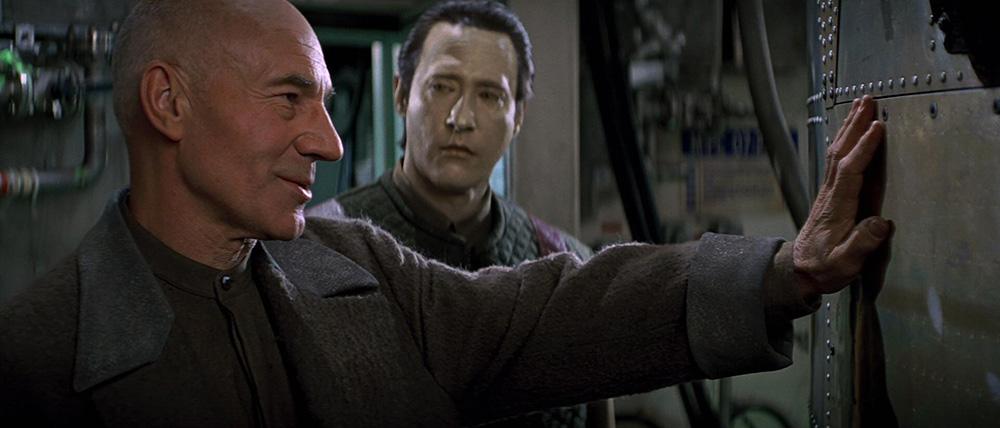 Scena tratta da Star Trek - Primo Contatto