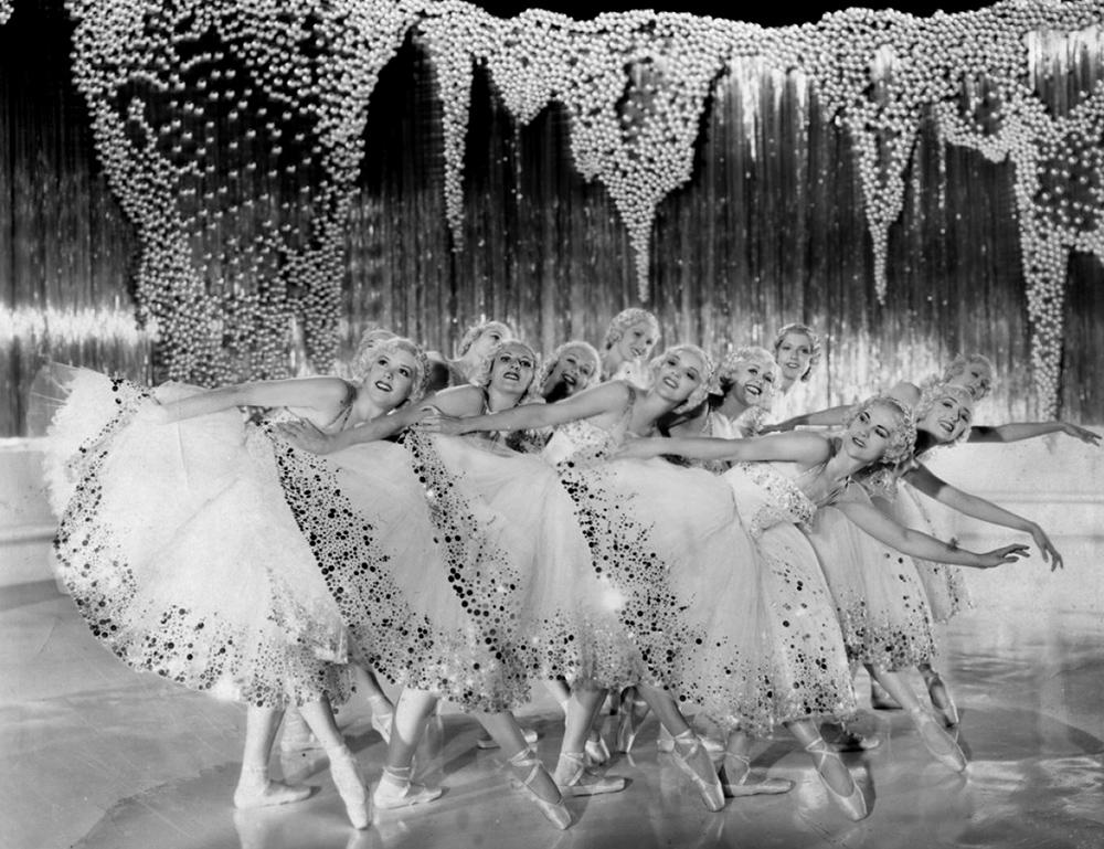 Scena tratta da La Canzone di Broadway