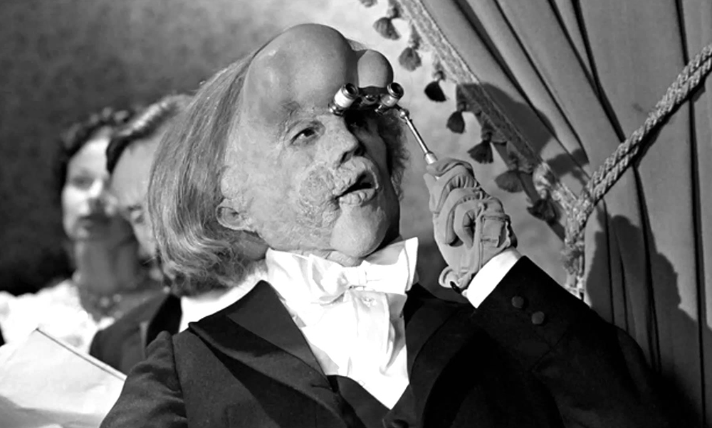 Scena tratta da The Elephant Man