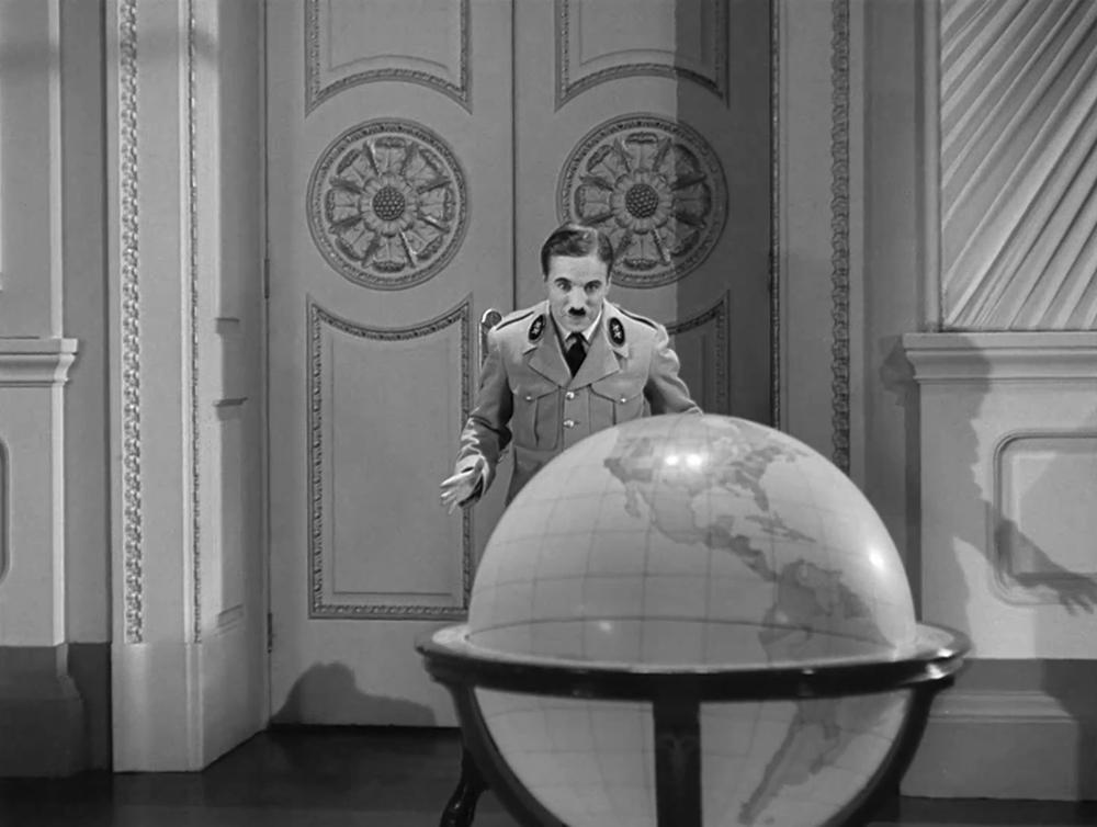Scena tratta da The Great Dictator