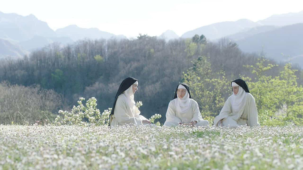 Scena tratta da The Little Hours